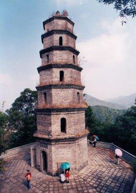 三饶文明塔,位于广东省饶平县三饶镇古城南门外二华