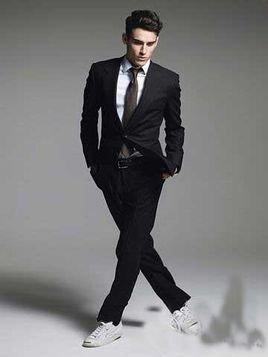 鞋子搭配可以考虑搭配黑色的皮鞋