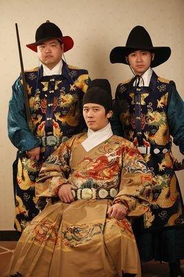 蒙古族三角丝巾彩虹花纹图