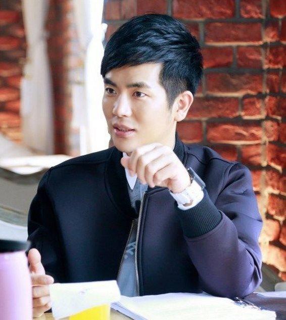 江一斌 演员 张晓龙 在国外学习电影拍摄,在家里又是豪门的温柔富二