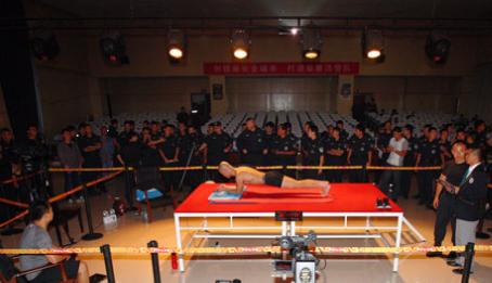 卫东创平板撑世界纪录