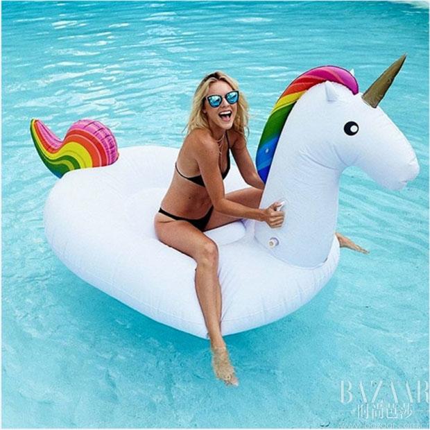 傲娇|你的bikini再好看,人群焦点还是我呀~