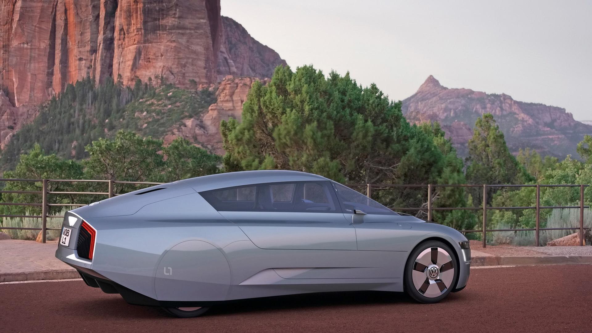 该车由轻量化材质制造,采用单体车架结构和碳纤维强化材料(cfrp) 附加