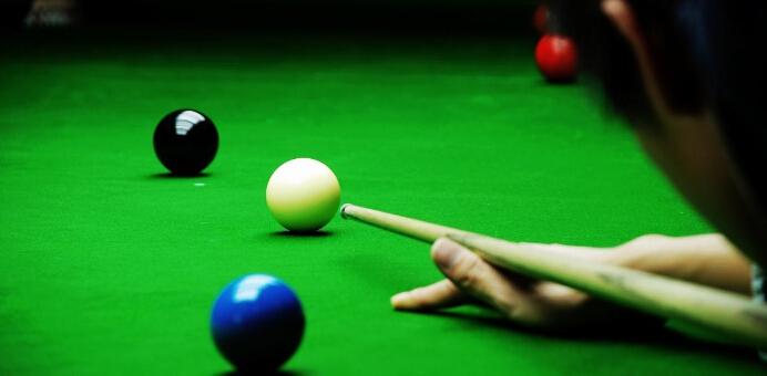 英式台球(english billiards)是一种结合开仑台球观念的落袋式台球