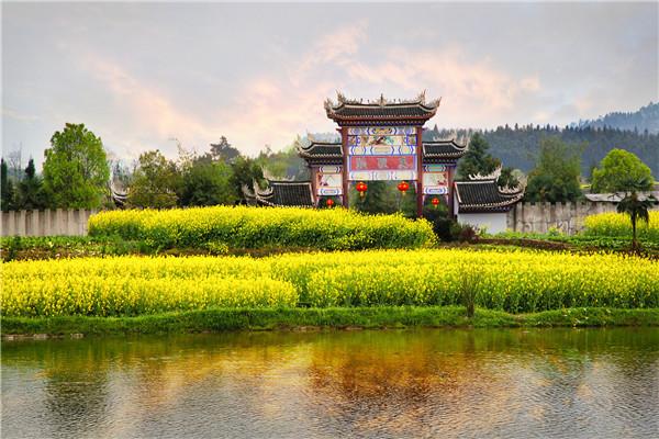 简介 狐狸岛生态园位于隆回县南岳庙乡石蒜村,距县城10公里,距邵阳